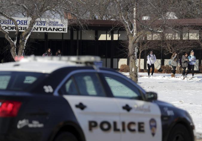 Na strednej škole v americkom meste Oshkosh sa strieľalo, zranili sa študent a policajt