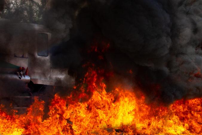 Video: Explózia v sudánskej továrni zabila viac než dvadsať ľudí, vybuchla cisterna s plynom