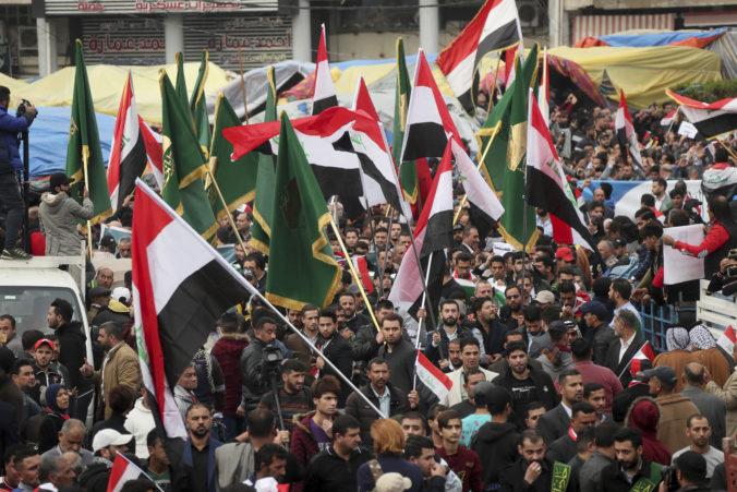 Ozbrojenci zaútočili na protivládnych demonštrantov v Iraku, zabili najmenej 25 ľudí