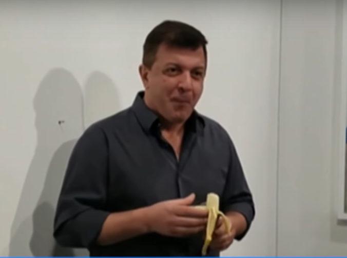Banán prilepený na stene predali za 120-tisíc dolárov, ďalší umelec ho však zjedol (video)