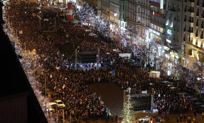 Desaťtisíce ľudí v Prahe na Václavskom námestí opäť protestovali proti premiérovi Babišovi