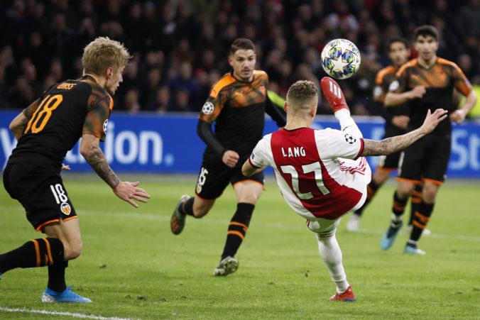 Liverpool aj Neapol idú v Lige majstrov do osemfinále, Ajax doma podľahol Valencii a končí