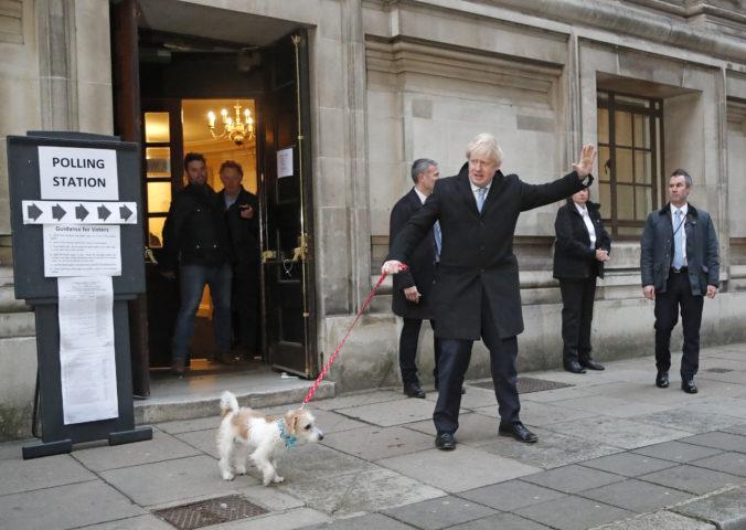Cesta k brexitu môže byť podľa odborníkov zdĺhavá, Johnson musí po voľbách získať väčšinu