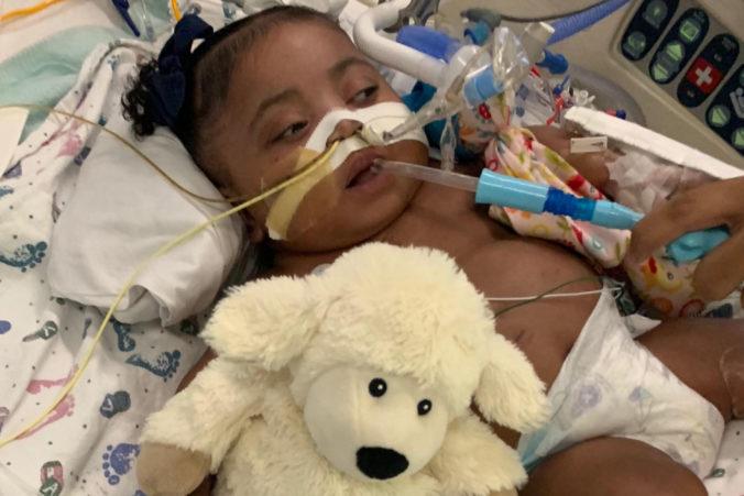 Nemocnica chce odpojiť vážne choré desaťmesačné dievčatko od prístrojov, matka nesúhlasí