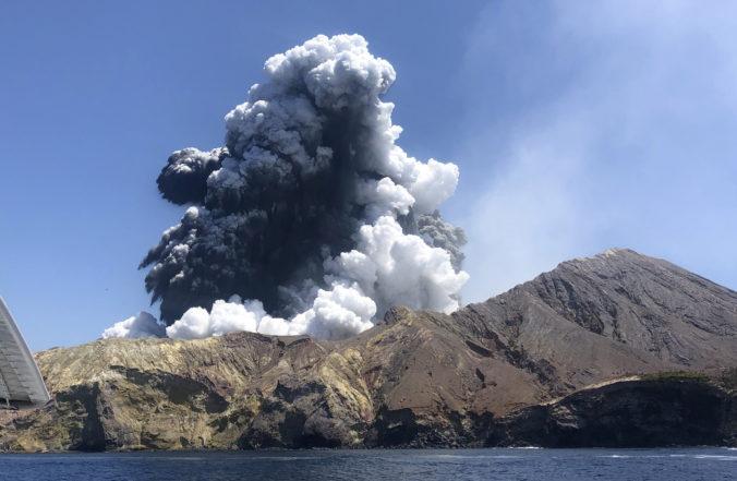 Polícia plánuje vyzdvihnúť telá obetí výbuchu sopky White Island, hrozí riziko ďalšej erupcie