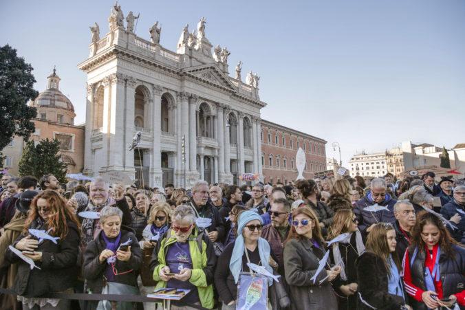 """Video: """"Sardinky"""" demonštrovali v centre Ríma za inú politiku, zaznela aj skladba Bella Ciao"""
