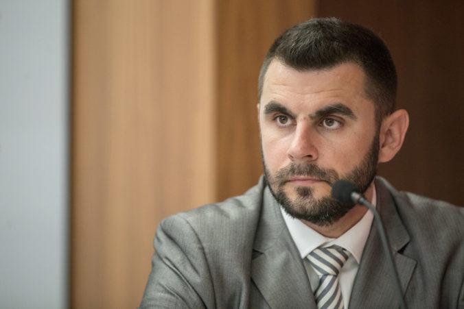Kontroverzné volebné videá Smeru-SD režíruje firma hovorcu strany Jána Mažgúta