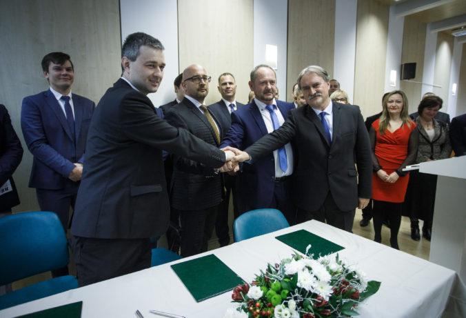 Maďarské strany na hranici zvoliteľnosti a nemuseli by uspieť ani po dohode, ukázali prieskumy