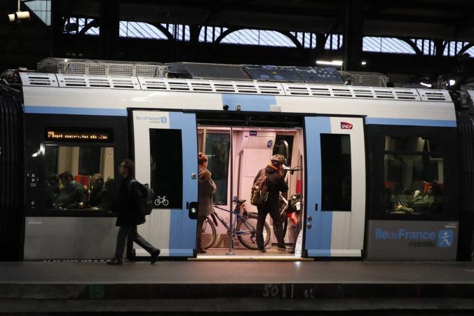 Štrajk vo Francúzsku pokračuje, pri Paríži zaznamenali rekordnú dlhú dopravnú zápchu (video)
