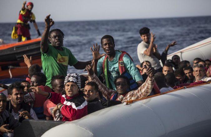 Britské úrady zadržali migrantov na malých člnoch, pokúšali sa preplaviť cez Lamanšský prieliv