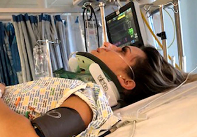 Žena, na ktorú vo Veľkej Británii spadla sedačka, strávi Vianoce aj Nový rok v nemocnici
