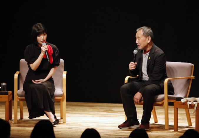 Haruki Murakami si pripomenul 40 rokov od vydania svojho debutu zriedkavým verejným čítaním