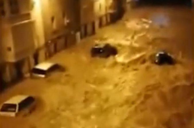 Video: Búrky v Španielsku a Portugalsku spôsobili smrteľné nehody, viacero ľudí museli evakuovať