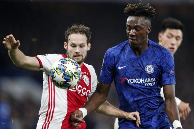 Zadák Ajaxu Blind trpí zápalom srdcového svalu, zaviedli mu špeciálne vybavený defibrilátor