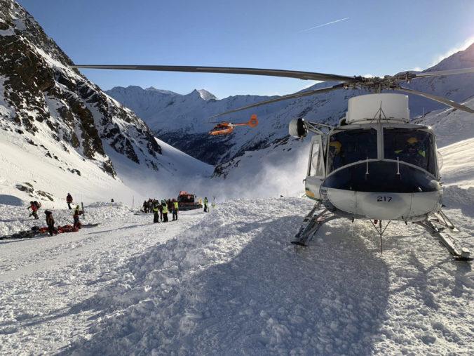 Lavína v talianskom lyžiarskom stredisku zabila troch ľudí, boli medzi nimi aj deti (video)