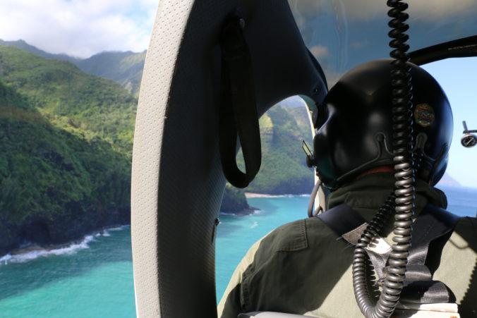 Po havárii výletnej helikoptéry objavili šesť tiel, na palube boli dve rodiny (video)