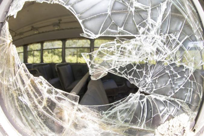 V Egypte došlo k dvom tragickým nehodám autobusov, zahynuli aj turisti