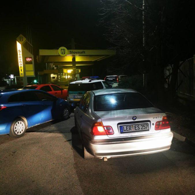 Policajti zadržali v Nových Zámkoch štyroch Sýrčanov aj ich prevádzačov (foto)