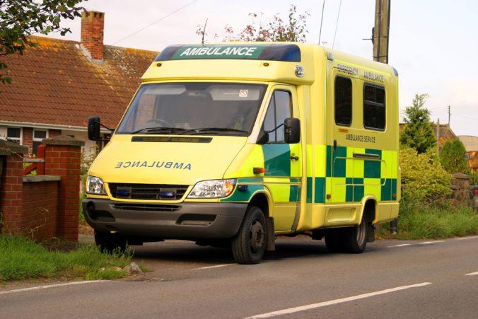 Sanitka zrazila dievčatko, po prevoze do nemocnice zomrelo