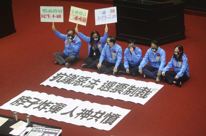 """Taiwan schválil """"antifiltračný"""" zákon, snaží sa brániť proti politickému tlaku Číny"""