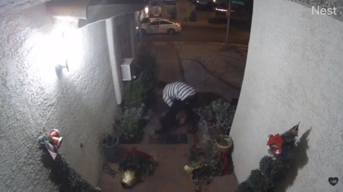 Bezpečnostná kamera zachytila únos ženy, muž ju sotil na zem a ťahal za vlasy (video)