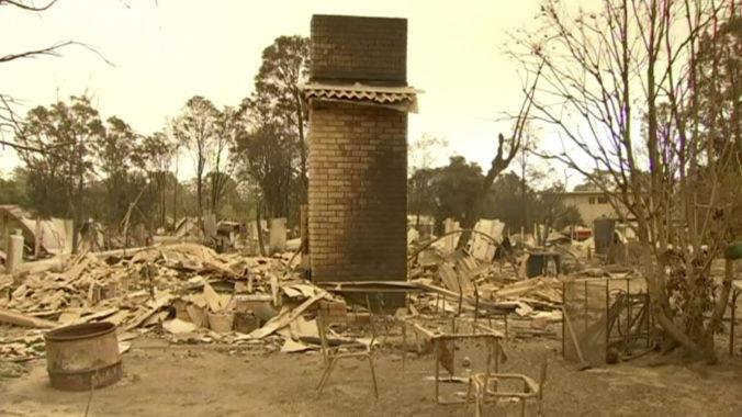Lesné požiare stále sužujú Austráliu, z východu ušli tisíce turistov a armáda evakuuje juh