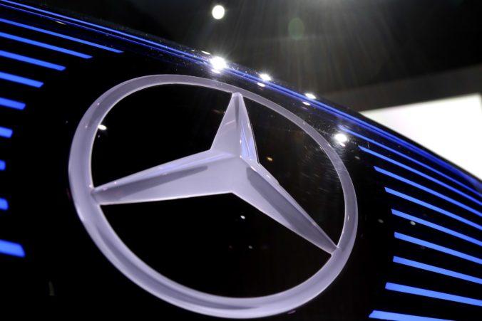 Mercedes-Benz zvoláva na kontroly státisíce áut, problémom sú strešné okná