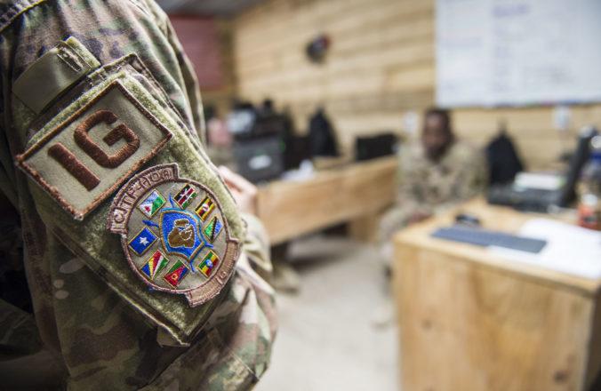 Militanti napadli kenskú vojenskú základňu a zničili aj americké vybavenie