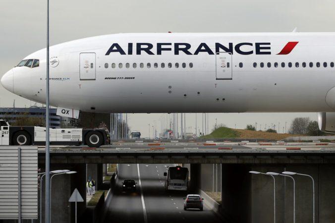 Dieťa sa chcelo načierno dostať do Paríža, ale cestu v podvozku lietadla neprežilo