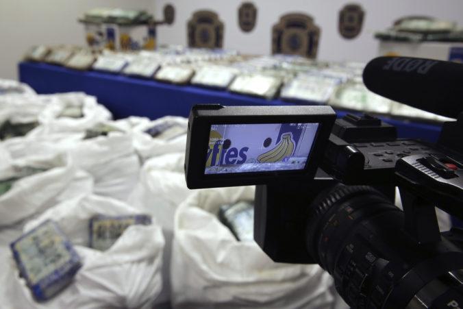 Portugalská polícia zadržala 825 kilogramov kokaínu ukrytého v zásielke banánov
