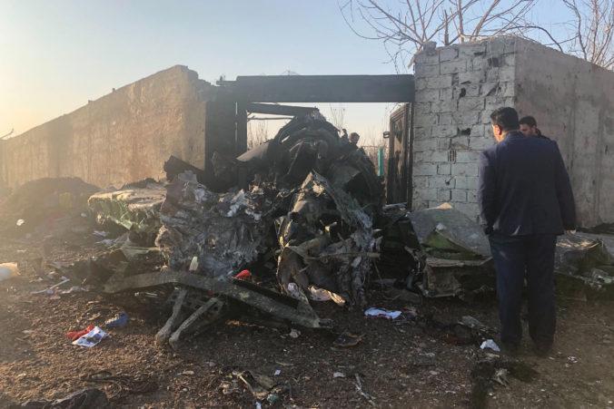 Pri Teheráne sa krátko po štarte zrútil Boeing spoločnosti UIA (video+foto)