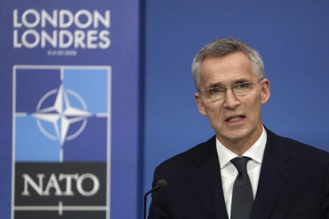 Stoltenberg odsúdil raketový útok na jednotky USA a vyzval Irán, aby upustil od ďalšieho násilia