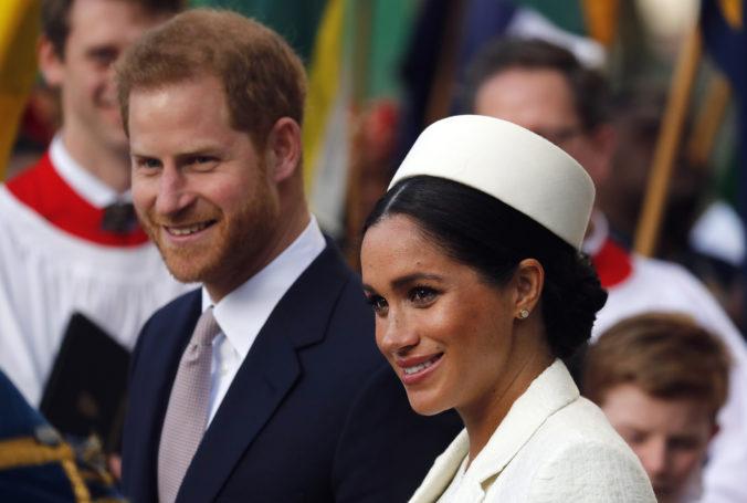 Vojvodkyňa Meghan a princ Harry sa chcú oslobodiť od kráľovských povinností