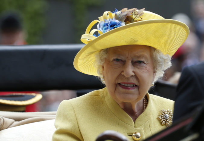 Buckinghamský palác je rozhodnutím Meghan a Harryho zronený, kráľovná nepríjemne zaskočená