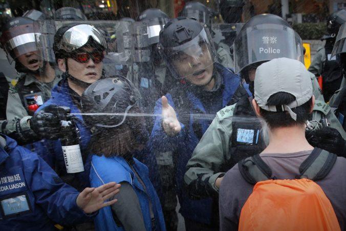 Protesty v Hongkongu privodili tretine dospelých príznaky posttraumatickej stresovej poruchy