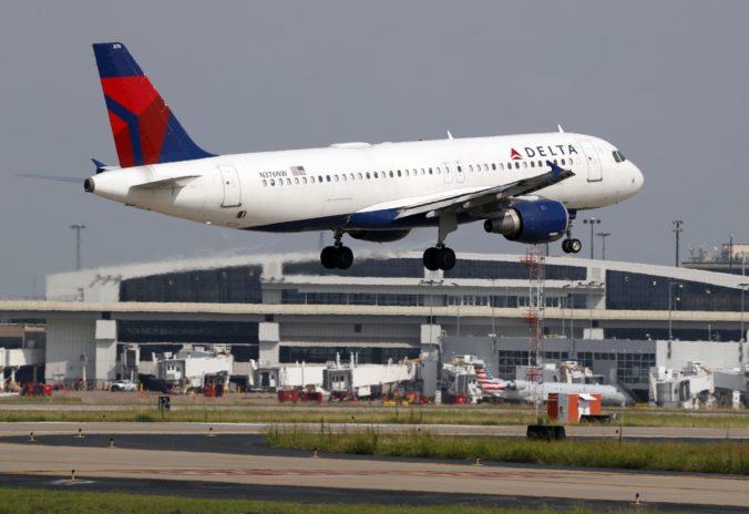 V lietadle sa ozývali čudné zvuky, muselo núdzovo pristáť