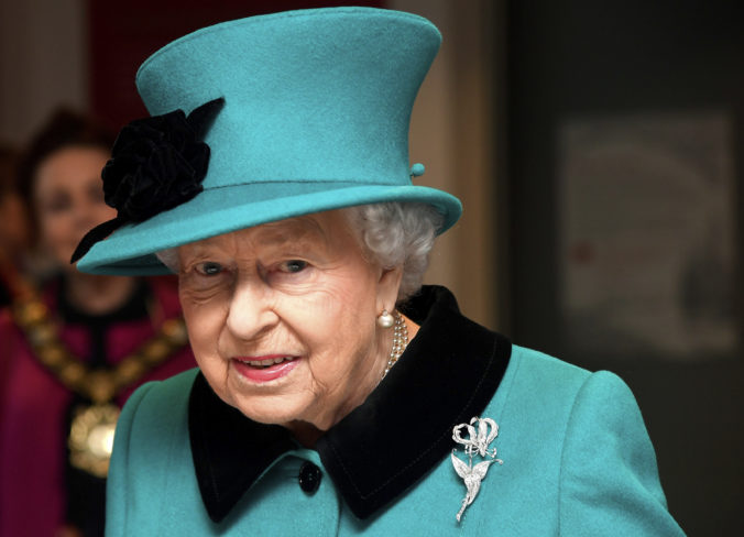 Kráľovná Alžbeta II. spolu s rodinou podporujú Harryho plán viesť nezávislejší život