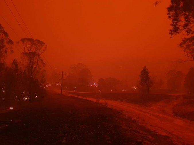 Dym z lesných požiarov v Austrálii obíde celú Zem, v Južnej Amerike zmenil farbu oblohy (foto)