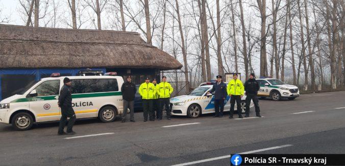 Farmári neboli zastrašovaní kukláčmi, polícia sa vyjadrila k tvrdeniam a vysvetlila situáciu počas štrajku