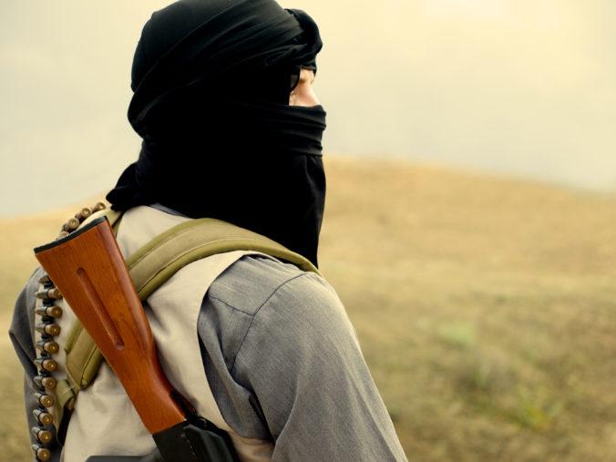 Muž a žena čelia obvineniam z terorizmu pre členstvo v organizácii Islamský štát