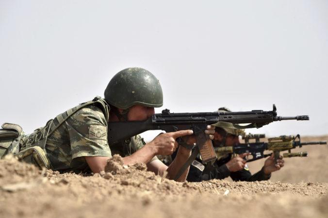 Zadržali desiatky tureckých vojakov, dôvodom je ich údajné spojenie s duchovným Gülenom