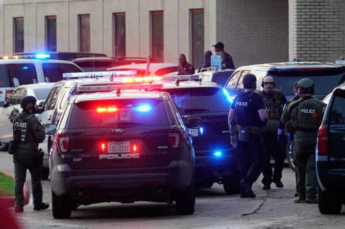 Pri streľbe na strednej škole zomrel len 16-ročný študent, polícia zadržala páchateľa