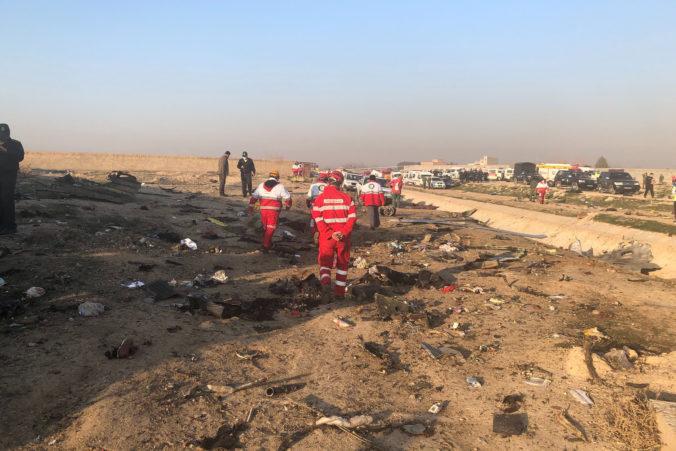 Krajiny obetí zo zostreleného ukrajinského lietadla požadujú od Iránu vyplatenie odškodného