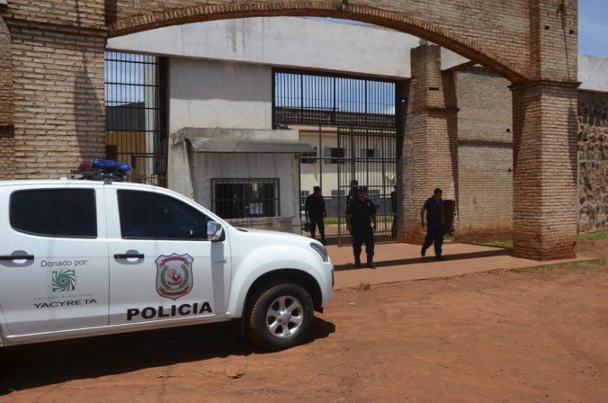 Desiatky zločincov utiekli z väzenia v Paraguaji, väčšina z nich patrí k brazílskemu gangu
