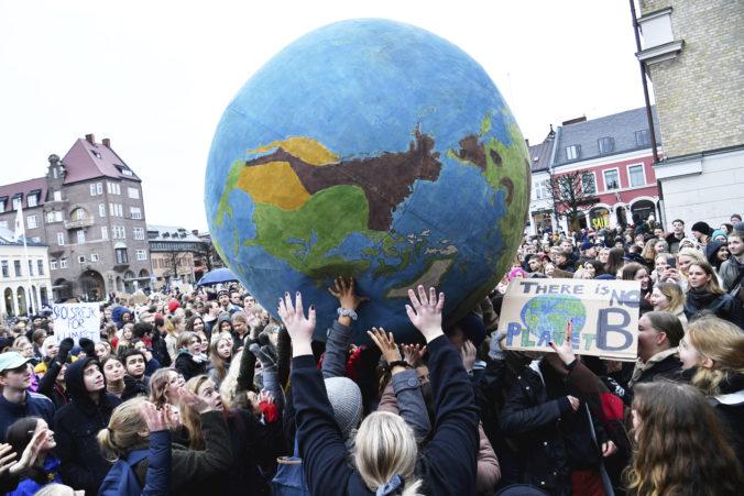 Šéfov veľkých svetových firiem klimatické zmeny veľmi nezaujímajú, najviac ich trápi regulácia