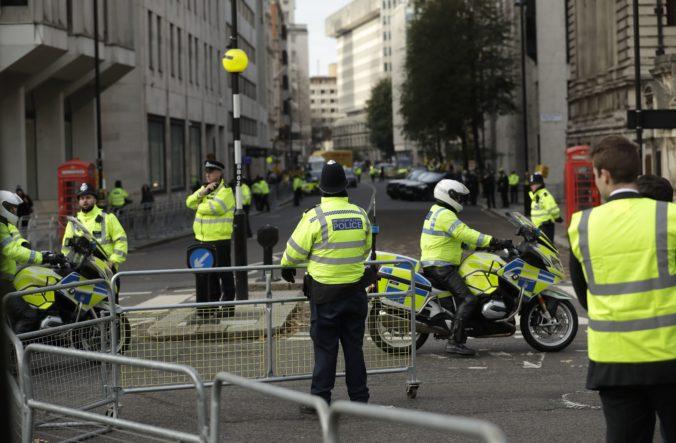 Vo východnom Londýne dobodali troch mužov, prípad vyšetrujú ako trojnásobnú vraždu