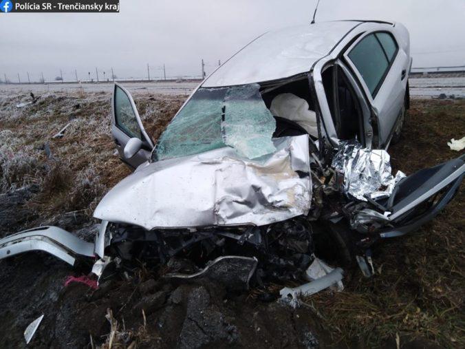 Vodič Octavie prešiel do protismeru a neprežil zrážku s kamiónom (foto)