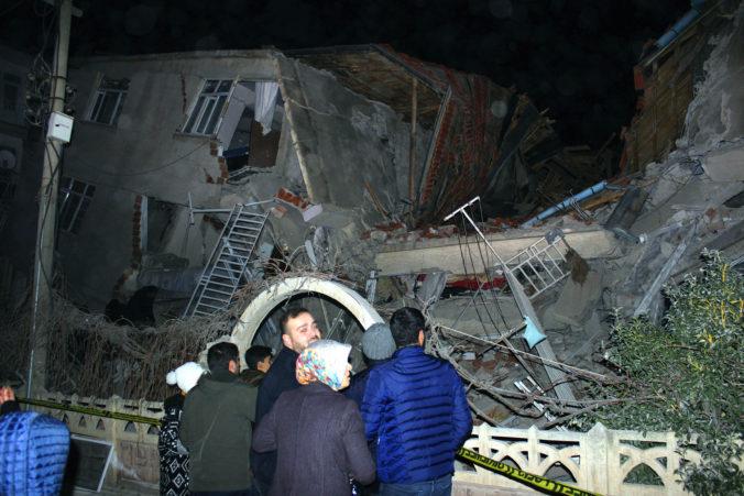 Zemetrasenie s magnitúdom 6,8 zasiahlo východnú provinciu Turecka