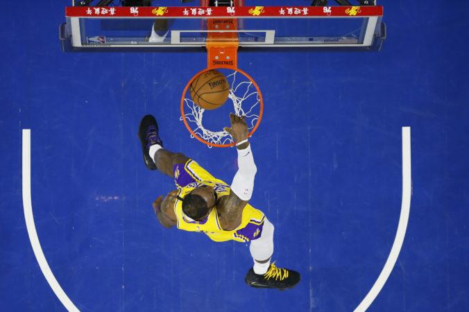 LeBron James prekonal Kobeho Bryanta, je tretím najlepším strelcom NBA