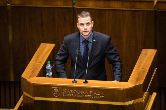 Opoziční poslanci zvažujú zvolanie mimoriadnej schôdze k odvolaniu Danka z funkcie